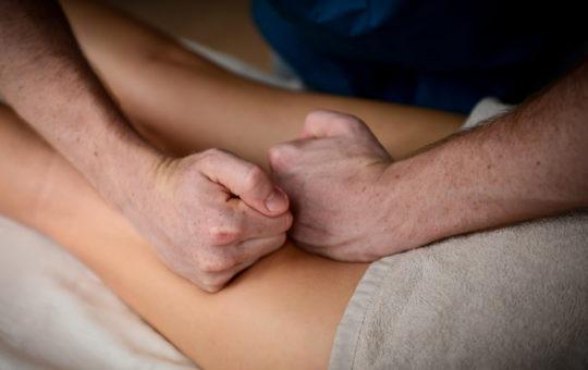 массаж бедер антицеллюлитный